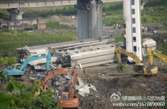 脱線した高速列車の事故車両を乗客ごと埋める支那の地方政府
