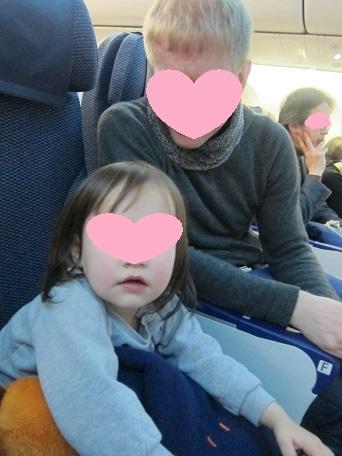 長女 in 飛行機