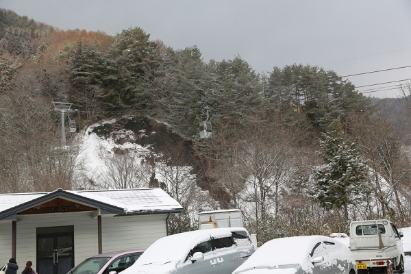 ヘブンスはゴンドラでスキー場に移動