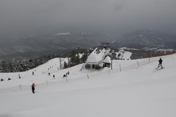 天気は曇り、雪