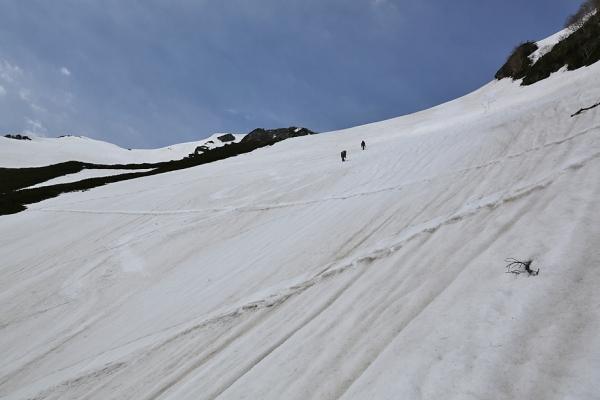 マヤクボ沢の急傾斜はきつかった。