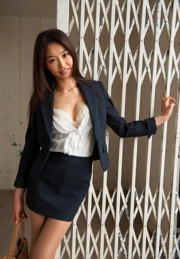夏目彩春(なつめいろは)美脚美女の画像140枚のaa018番