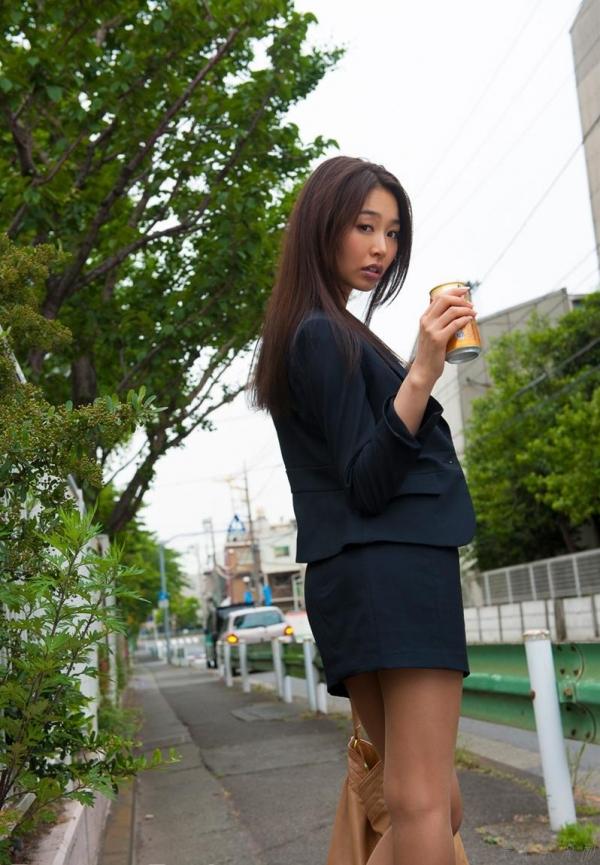 夏目彩春(なつめいろは)美脚美女の画像140枚のaa026番
