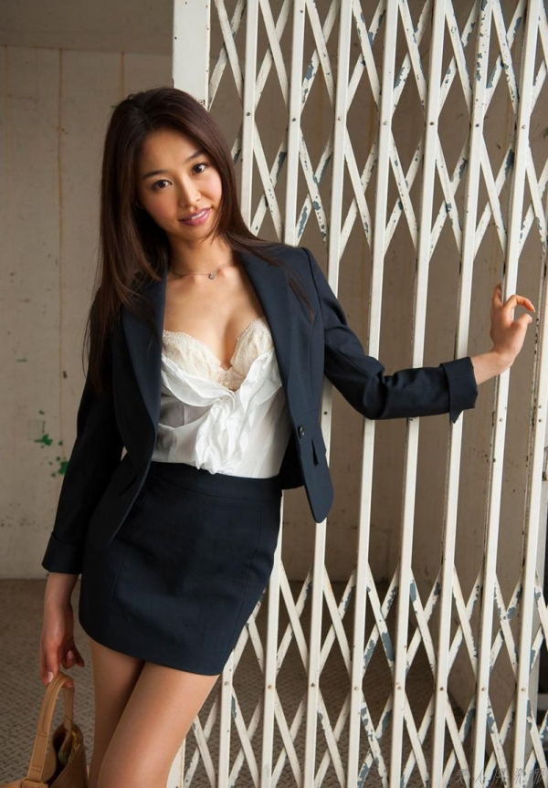 AV女優 夏目彩春 なつめいろは 美尻 美脚 フェラ画像 クンニ画像 エロ画像 無修正aa061a.jpg