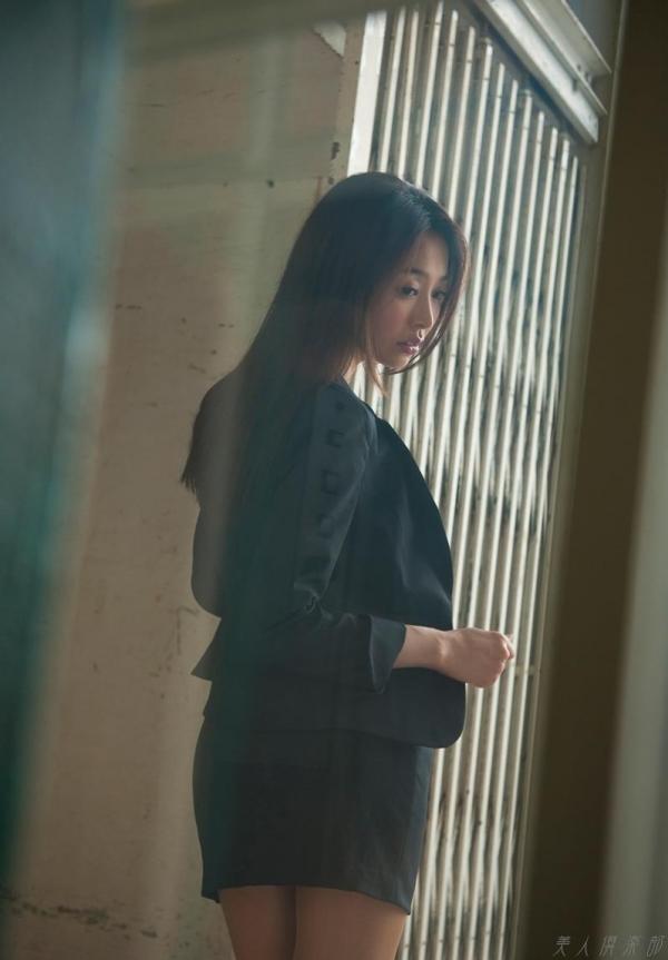 AV女優 夏目彩春 なつめいろは 美尻 美脚 フェラ画像 クンニ画像 エロ画像 無修正aa065a.jpg