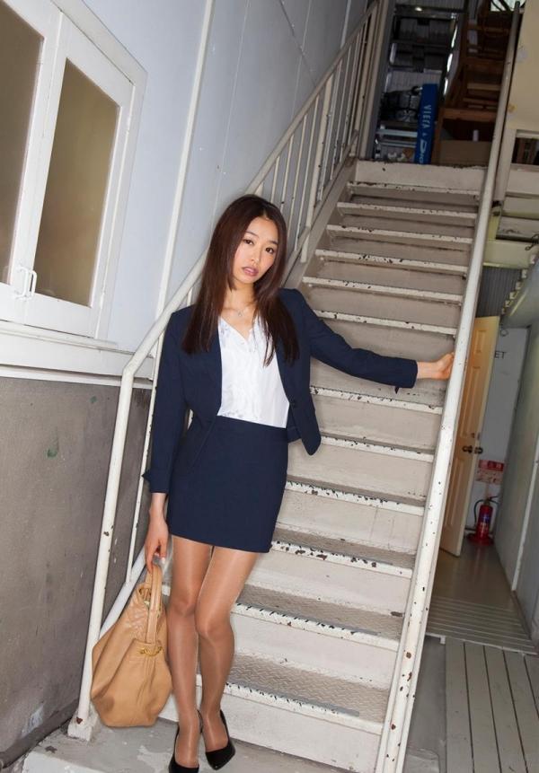 夏目彩春(なつめいろは)美脚美女の画像140枚のaa071番