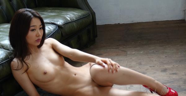 夏目彩春(なつめいろは)美脚美女の画像140枚のbb012番