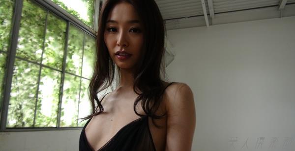 夏目彩春(なつめいろは)美脚美女の画像140枚のbb013番
