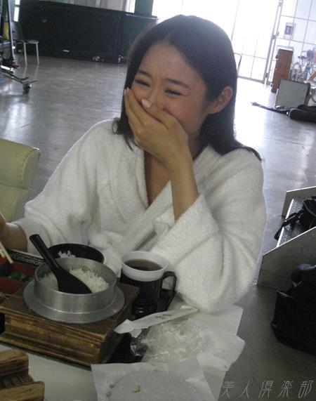 夏目彩春(なつめいろは)美脚美女の画像140枚のbb039番