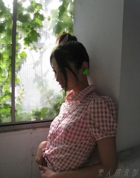 夏目彩春(なつめいろは)美脚美女の画像140枚のbb043番