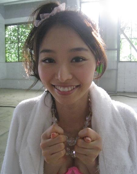 夏目彩春(なつめいろは)美脚美女の画像140枚のbb046番