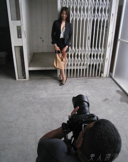 AV女優 夏目彩春 なつめいろは 美尻 美脚 フェラ画像 クンニ画像 エロ画像 無修正bb048a.jpg