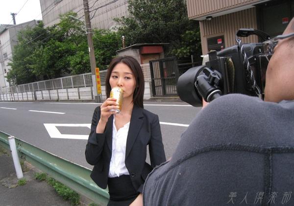 夏目彩春(なつめいろは)美脚美女の画像140枚のbb051番