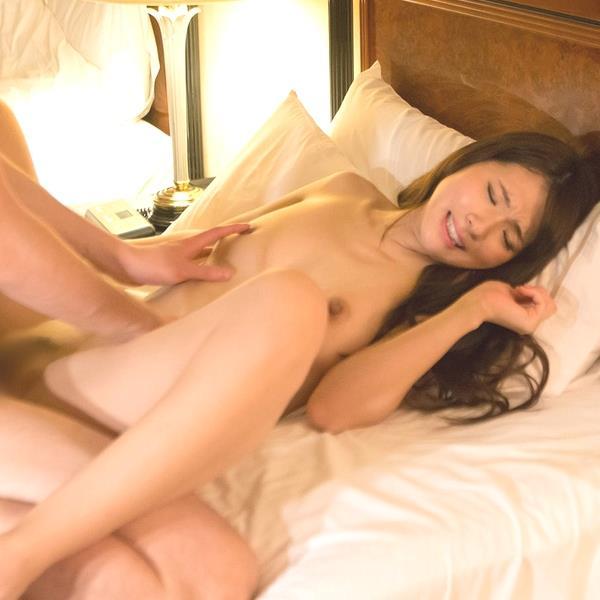 大場ゆい 巨乳スレンダー美女セックス画像75枚の1