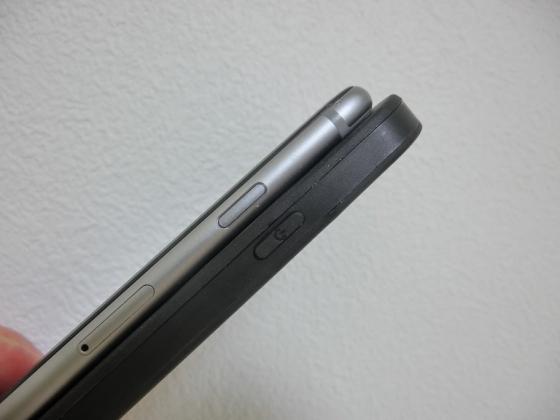 20150602_001_iPhoneと厚みを比較する