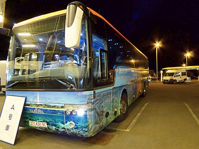 このバスでホテルに行くよ