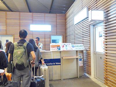 トントゥータ空港にあるSPTのツアーデスク