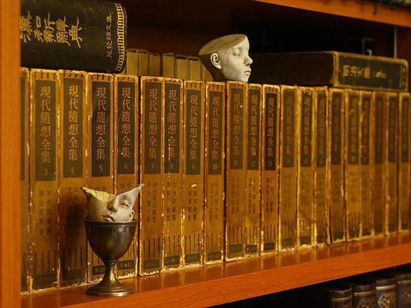 書架に棲むもの