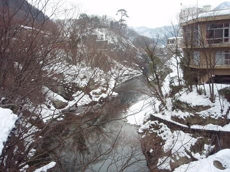 水上の雪景色