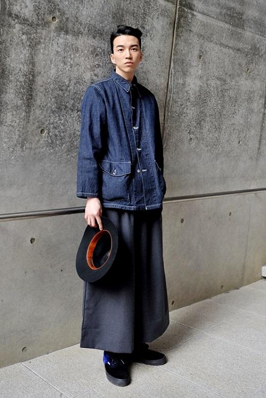 サンウさんの帽子やバッグ、サスペンダーなどファッション小物の使い方が好きです。最近は87MMの服ばかりでワークスタイルを拝見できず残念。