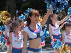 5月3日。パレードを先導する、とも先生!