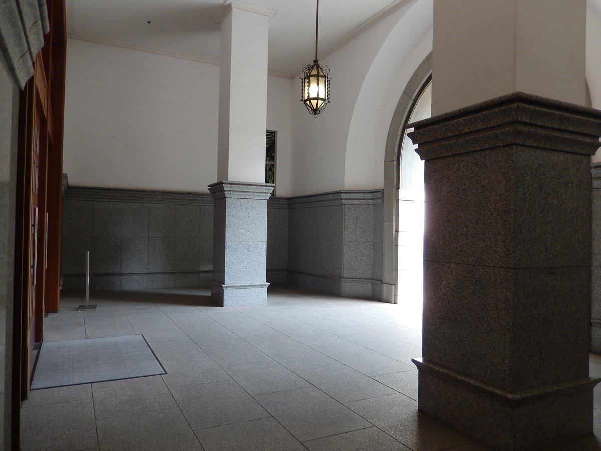 兵庫県公館の玄関