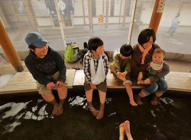 湯田中温泉で足湯
