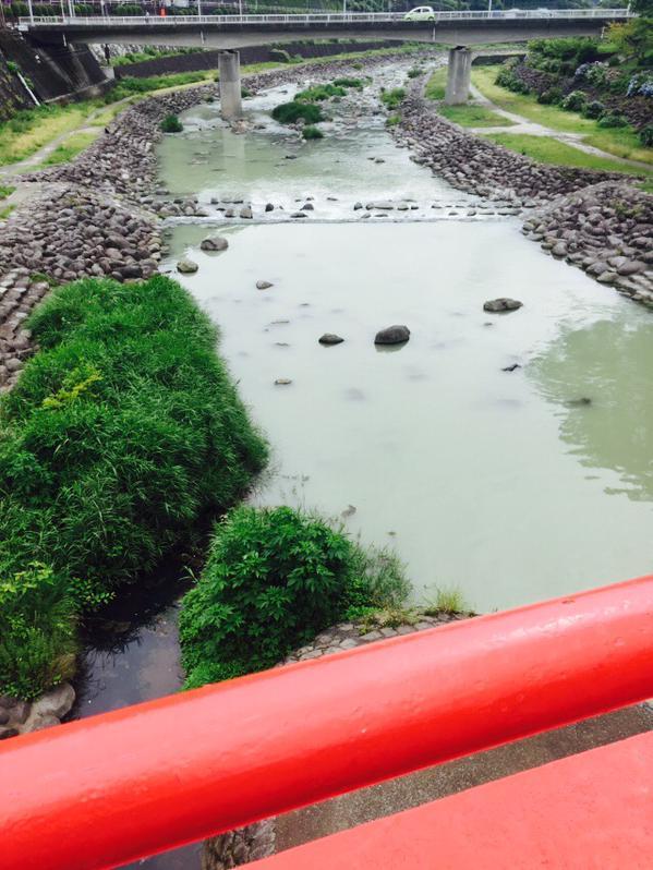箱根山 川が変色