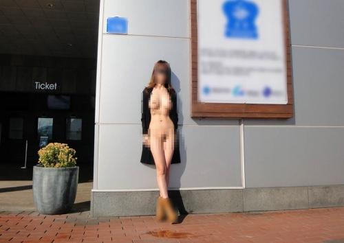 ファミレス「ガスト神戸元町店」で女が全裸になったことに関する参考画像