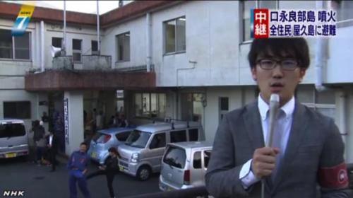 NHKの中継リポートにうつった男女の画像