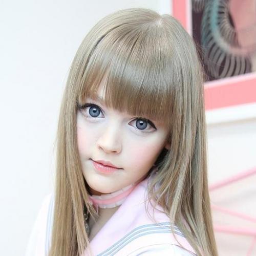 行列に出演したリアルバービー人形のダコタローズの顔画像