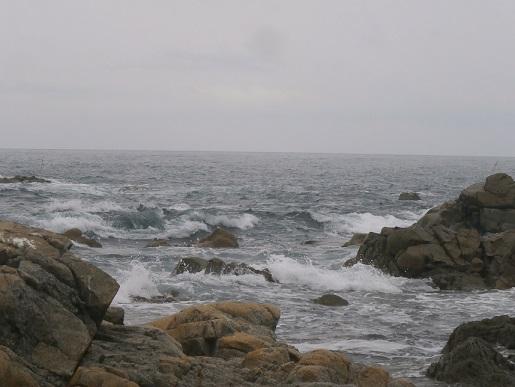 岩に掛かる波1