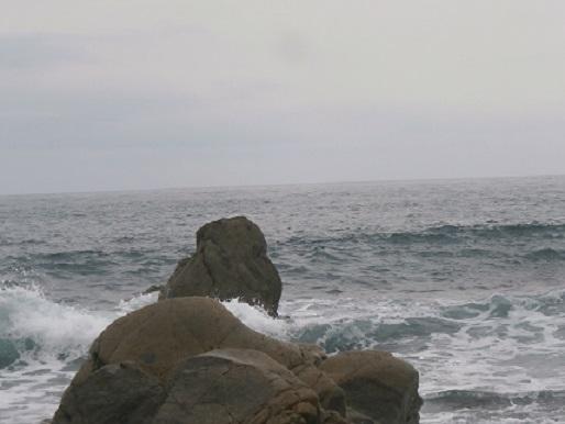 岩に掛かる波2