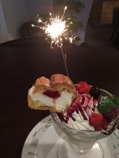 スパイス食堂 ミル mixベリーのケーキパフェ1