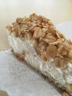いづみや 菓子店 オートミールとバナナのカッテージチーズケーキ