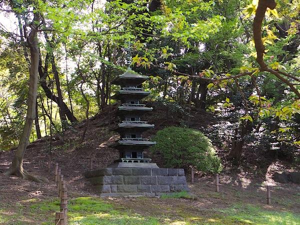 「東京国立博物館内のまるで古墳のような築山」
