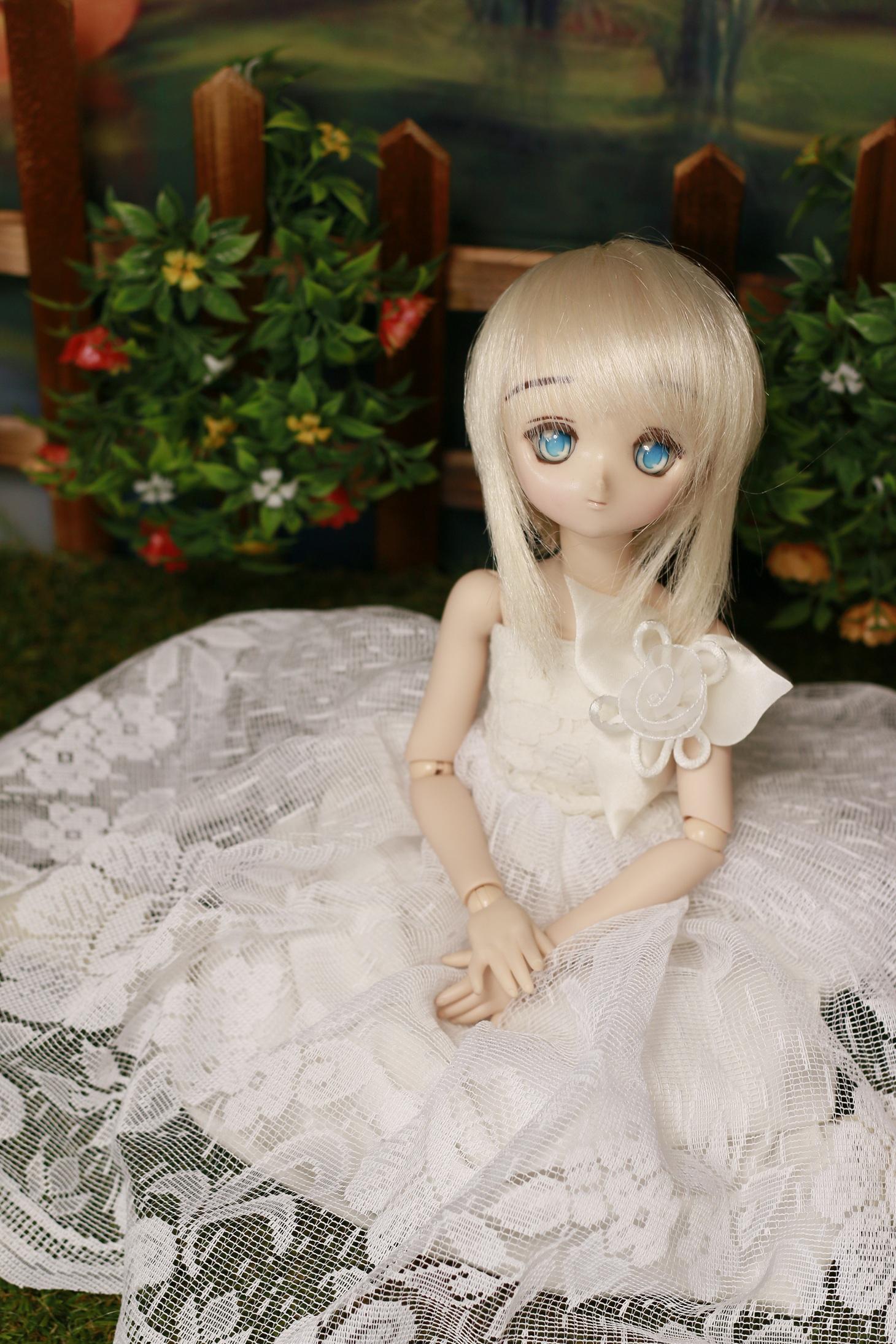 白いドレスのアル
