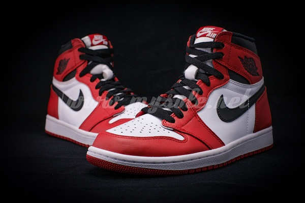 Another-Look-at-The-Air-Jordan-1-Retro-High-OG-Chicago-2.jpg