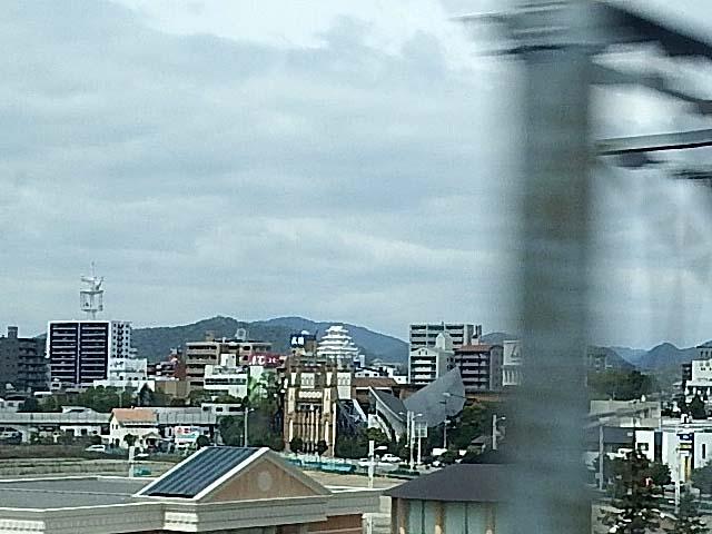 姫路城遠景(56503 byte)
