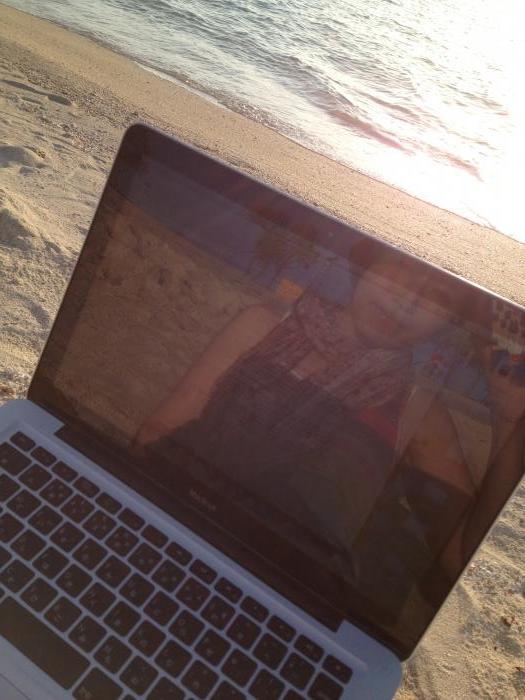 砂浜でお仕事♪