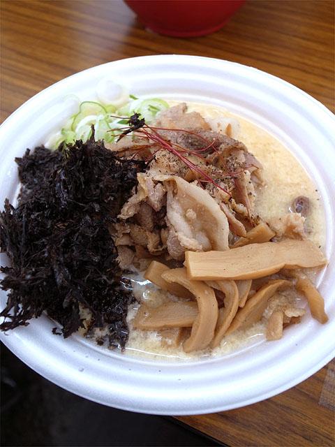 141101ラーメンショー-東海炙り焼肉玉子とじラーメン肉マシ海苔
