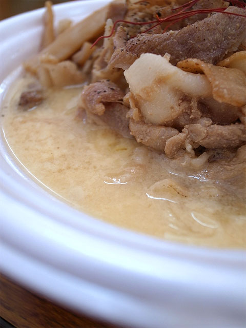 141101ラーメンショー-東海炙り焼肉玉子とじラーメン・玉子とじ