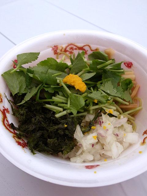 150307ラーメン女子博-六感堂-グリーン麺ゆずみつば和えそば