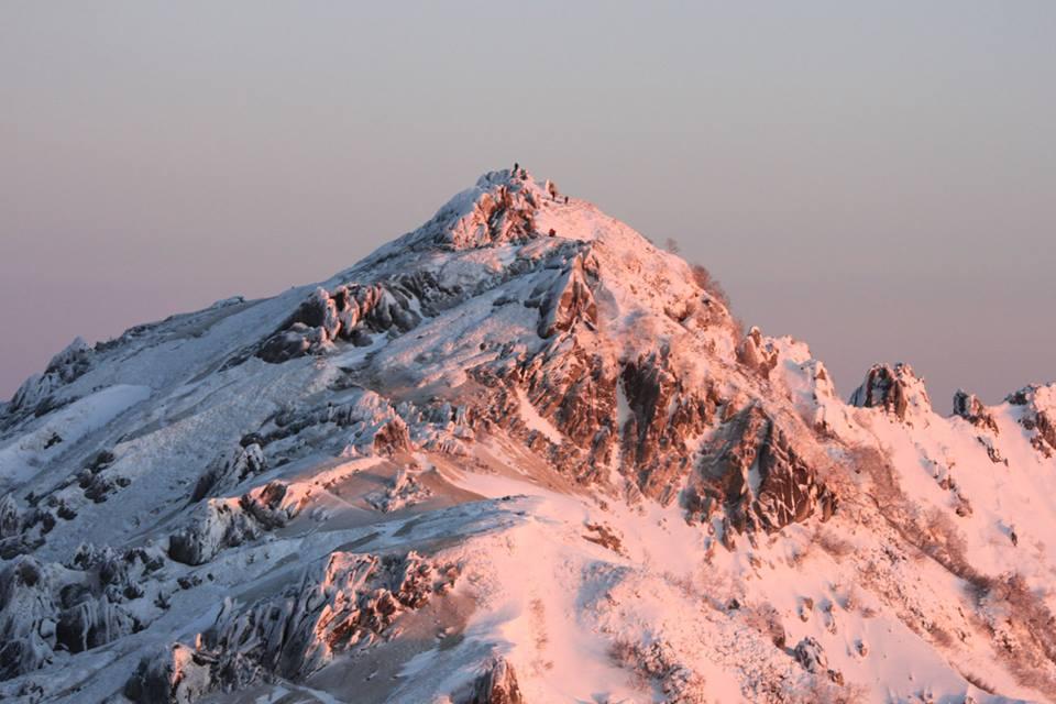 朝日に映える燕岳