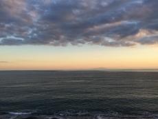 今日もまだ船だか何だか浮いてる。何なんだ?何してんだ? #海 #海photo