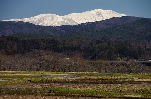 東和町から残雪の早池峰