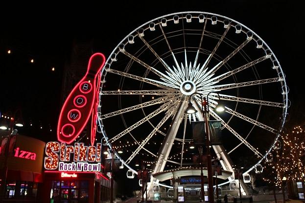 2015カナダ旅行:0213トロント クリフトン・ヒル 夜 ナイアガラ・スカイウィール