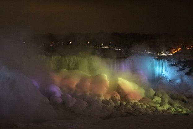 2015カナダ旅行:0213トロント テーブルロック ナイアガラの滝 ライトアップ