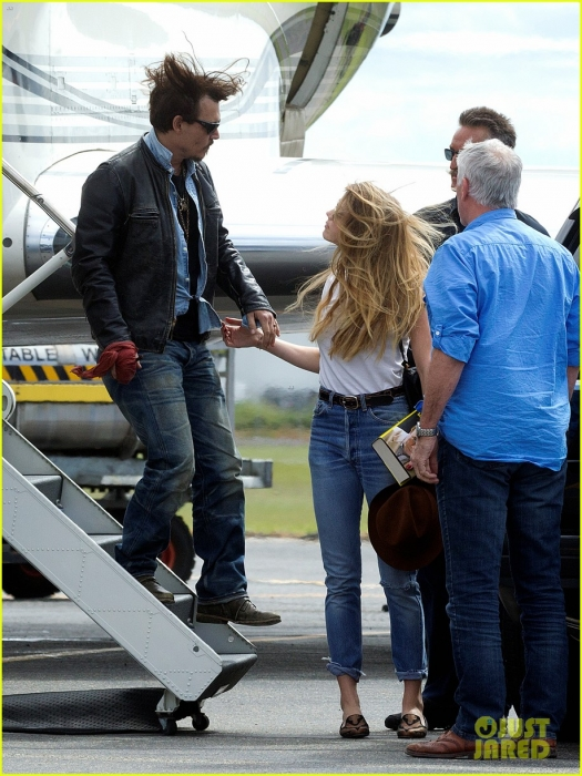 johnny-depp-amber-heard-hold-hands-for-australian-arrival-08.jpg