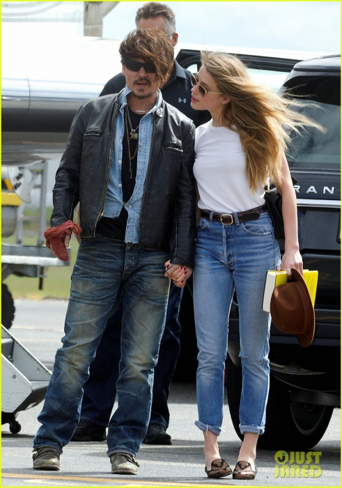 johnny-depp-amber-heard-hold-hands-for-australian-arrival-12.jpg